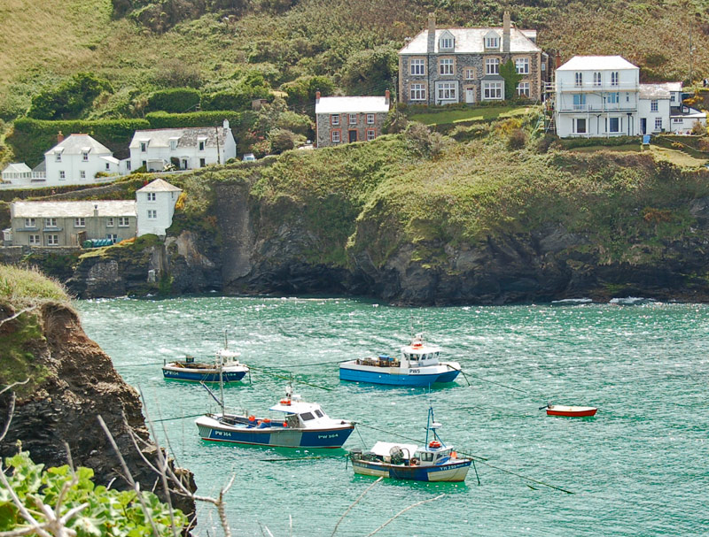 port-isaac_portwenn_doc_martin_house_boats